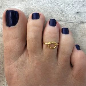Jewelry - Sterling gold love knot toe ring/midi ring